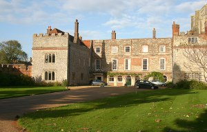 Bishops_Palace,_Chichester_(geograph_3745039)