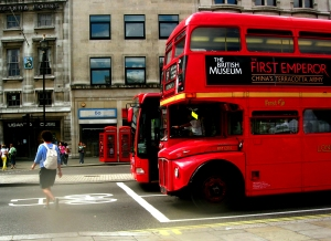 First_London_Routemaster_bus_RM1204_(204_CLT)_heritage_route_9_Trafalgar_Square_2_August_2007_with_bendybus_and_phone_box (2)