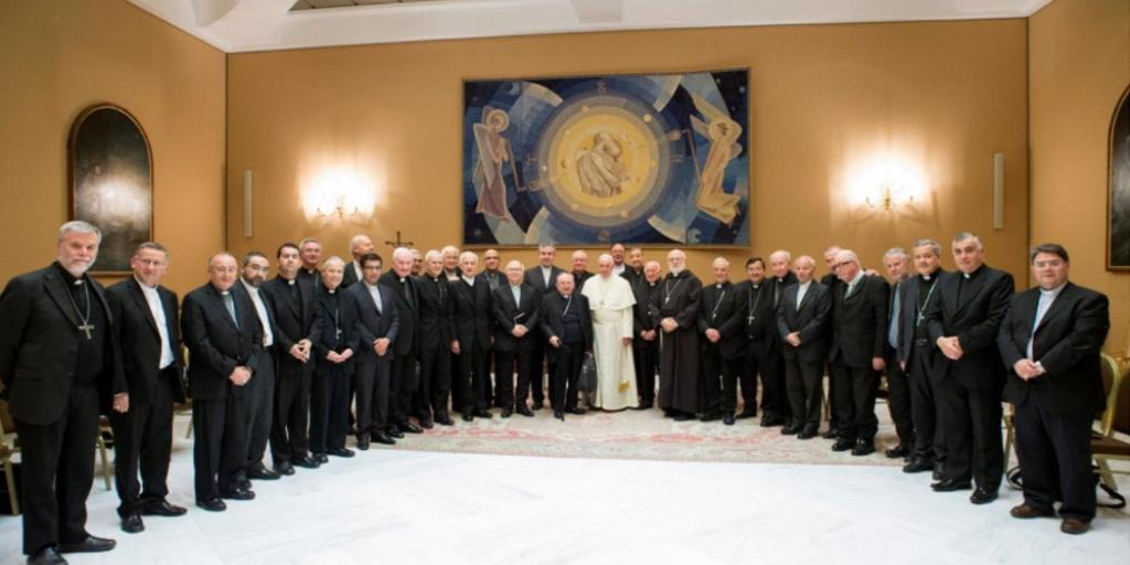 Pope_Francis_with_all_of_Chile_bishops_in_Rome__May_17__2018_1024_512_75_s_c1
